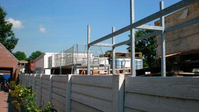 Woonhuis en tuin grenzend aan categorie IV-bedrijf.