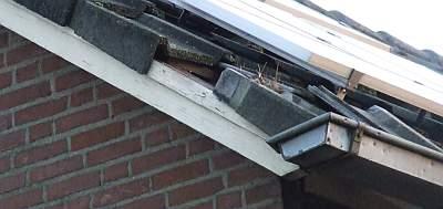 losse  pannen op het dak